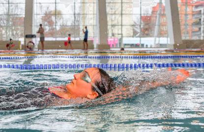 Bild von Rückenschwimmlernkurs